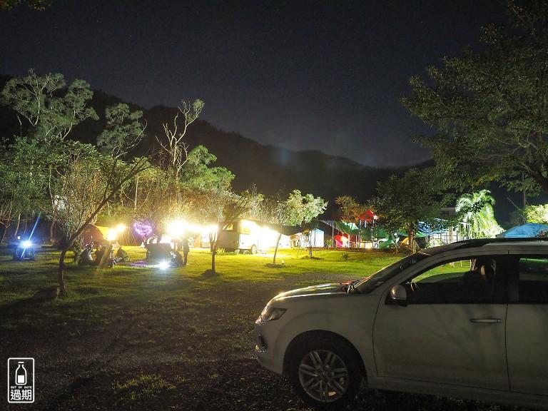 溪河木露營區